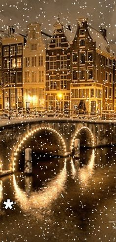 Amsterdam reveals its true festive beauty at the time of Christmas; because, Christmas brings the real season of festival and celebration there. The celebration of the Christmas has its own distinct appearance and tradition in Amsterdam. Winter Szenen, Winter Magic, Magic Snow, Foto Flash, Beautiful World, Beautiful Places, Wallpaper Natal, Snow And Ice, Snow Scenes