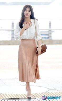 work korean fashion that look cool 135984 Suzy Bae Fashion, Korea Fashion, Kpop Fashion, Asian Fashion, Modest Fashion, Skirt Fashion, Trendy Fashion, Fashion Looks, Fashion Outfits