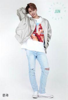Wen Junhui is so freaking hot ❤️ Carat Seventeen, Seventeen Debut, Woozi, Jeonghan, Hiphop, Seventeen Junhui, Warner Music, Choi Hansol, Wen Junhui