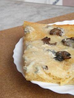 focaccia con funghi e gorgonzola