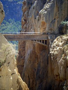 Brug Boven De El Chorro Kloof – Andalusie, Spanje | Columbus Travel Columbus Travel, Bay Of Biscay, Places In Spain, Balearic Islands, African Countries, Sierra Nevada, Canary Islands, Travel List, Archipelago