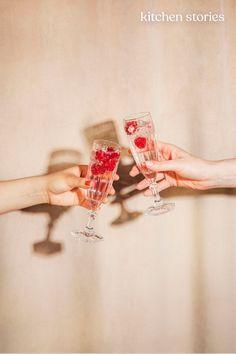 Dieser #Cocktail-Guide gibt dir wertvolle Tipps, wie du deinen perfekten Afterwork-#Drink findest. Bist du eher der Socializer, der Entspannte oder doch der Aktive Typ? Finde es heraus!   #moscowmule #roséandtonic #tonicwater #sommerrezepte #thomashenry #enjoythelittlethings Tonic Water, Aperitif Drinks, Cocktails, Enjoy The Little Things, Nice Things, Moscow Mule, Thomas Henry Spicy Ginger, Lifestyle Photography, Fashion Photography