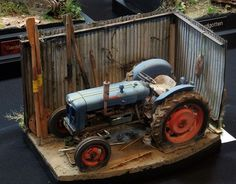 Tractor model and diorama. Truck Scales, Plastic Model Cars, Old Tractors, Model Train Layouts, Diecast Model Cars, Model Building, Garage, Model Trains, Fire Trucks