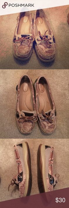 Sperry boat shoe Snakeskin design Sperry top sider slip on boat shoe. Size 7, in good condition. Easy shoe to slip on and has comfortable padding inside ! Sperry Top-Sider Shoes