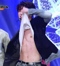 I LOVE TAE'S BABY BELLY ><