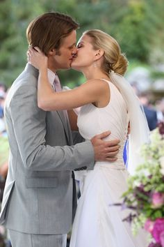 Dr. Allison Cameron & Dr. Robert Chase of House M.D. THEY GET MARRIED?!?!?!?!