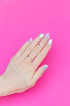 Pretty silver nails. HOW-TO: http://sonailicious.com/nail-art-for-short-nails/