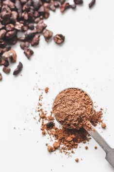 What is cacao? What is the difference between cacao vs cocoa? Is cacao powder or cocoa powder healthier? Cacao vs cocoa and why it matters which you use. Cacao Powder Benefits, Raw Cacao Powder, Cacao Nibs, Homemade Chocolate, Chocolate Flavors, Cocoa Plant, Cacao Beans, Cocoa Butter, Recipes