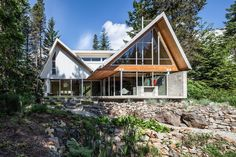 Home with Engineered Glulam Structure as Main Design Feature Mountain House Plans, Mountain Homes, Mountain View, Space Architecture, Amazing Architecture, Contemporary Architecture, Cabin Design, Modern House Design, Modern Houses