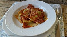 I ravioli integrali con spinaci e ragù di salsicia di terry