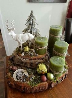 With Tree Trunks And Tree Slices Create The Most Beautiful Decoration For . - With Tree Trunks And Tree Slices Create The Most Beautiful Decoration For This Season. Centerpiece Christmas, Diy Christmas Decorations, Christmas Candles, Christmas Themes, Noel Christmas, Christmas Crafts, Christmas Ornaments, Outdoor Christmas, Modern Christmas