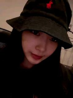 Korean Group, Korean Girl Groups, Indie Kids, South Korean Girls, Kpop Girls, Rapper, Bubbles, Baseball Hats, Videos