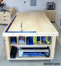 How to Build a DIY Mobile Workbench Need the ultimate workbench for your shop? Get the free plans and video tutorial to build your own DIY mobile workbench with storage! Workbench With Storage, Workbench Stool, Workbench Height, Workbench Plans Diy, Industrial Workbench, Workbench Organization, Building A Workbench, Mobile Workbench, Woodworking Bench Plans