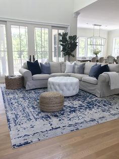 gorgeous living room color schemes to make your room cozy 4 Blue And White Living Room, Blue Living Room Decor, Design Living Room, Coastal Living Rooms, Living Room Color Schemes, Living Room Grey, Rugs In Living Room, Home And Living, Modern Living