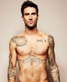 ADAM LAVINE omg he has a tattoo in hindi