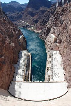 ✯ Looking down the face of the Hoover Dam into the Black Canyon - Nevada