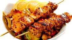 Pinchos de pollo con guarnición de vegetales