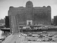 A barge squeezes past the Merchandise Mart, 1951 (Chicago Pin of the Day, 9/5/2016).