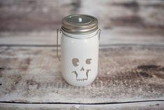Du liebst Halloween! 17 Bastelideen für gruselige Windlichter! - Seite 3 von 17 - DIY Bastelideen
