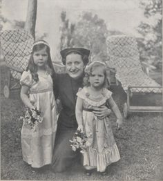 Helga and Hilde Goebbels with Edda Ciano, daughter of Benito Mussolini, circa 1936. (via indesirableprincesse)