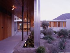 The Kaufmann House is located in Palm Springs, California. It originally was designed by Richard Neutra in 1946 and recently renovated by Marmol Radizner Richard Neutra, Palm Springs, Casa Kaufmann, Plant Lighting, Desert Homes, Zaha Hadid Architects, Chinese Architecture, Los Angeles Homes, Mid Century House