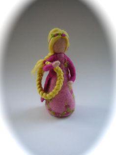 Jahreszeitentisch - Rapunzel.Gefilzt.Waldorf Puppe.Märchen. - ein Designerstück von Filz-Art bei DaWanda