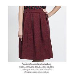Falda midi  algodón. pata de gallo, cuadro pequeño. Negro y rojo. 34.90 €. Estampado disponible en top y vestido