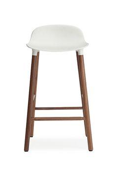 Normann Copenhagen Form Barstuhl Walnuss | mintroom.de #Normann Copenhagen #mintroom #shop #stühle #marken #designers #hocker #normann copenhagen #simon legald