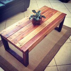 Mesa de centro em madeira de palete, lixada e tratada com verniz marítimo, fabricamos sob medida também!