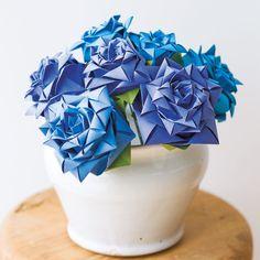 青いバラはプレゼントにもおすすめ!折り紙で作るブルーローズの折り方(おりがみ) | ぬくもり