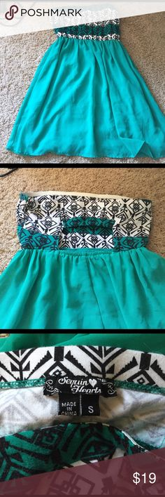 ADORABLE strapless dress Worn once! Adorable strapless dress with cutout in the back! Super cute and flowy! Dresses Mini