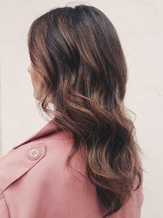 Effortless summer brunette balayage by Susanna Poméll / @healthyhairfinland / healthyhair.fi