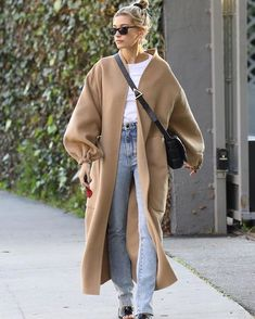 january 17 hailey out and about in west hollywood california haileybieber quot; Street Style Outfits, Looks Street Style, Mode Outfits, Casual Outfits, Fashion Outfits, Hipster Outfits, Couple Outfits, Hijab Fashion, Fashion Clothes