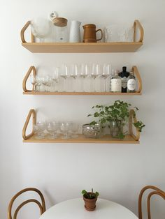Decor Interior Design, Interior Decorating, Wall Mounted Shelves, Scandinavian Home, Decoration, Modern Decor, Interior Inspiration, Home Kitchens, Kitchen Remodel