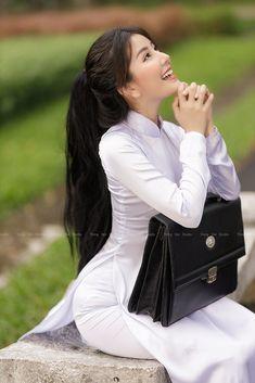 Beautiful Asian Girls, Beautiful Women, Cheongsam, Ao Dai, Asian Beauty, Korean Fashion, Dior, Shoulder Bag, Long Hair Styles