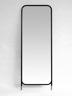 Espejo MIRRORS VERTICAL de Omelett.ed, diseño de La Mamba - Tendenza Store Omelette, Mirror, Furniture, Design, Home Decor, Floor Standing Mirror, Fruit Bowls, Modern Furniture, Mirrors