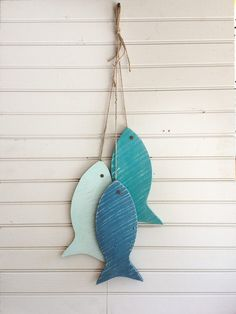 Painted String of Wooden Fish Wall decor made with repurposed wood, 11 wood fish Light Version of beach blue, beach house, lake house decor Fish Wall Decor, Fish Wall Art, Fish Crafts, Beach Crafts, Fish Bathroom, Deco Nature, Wood Pallets, Pallet Wood, Pallet Beds