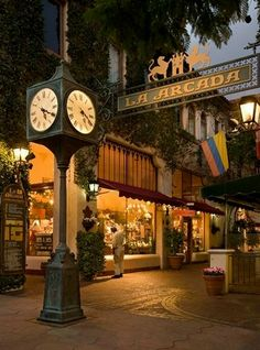 When it comes to visiting Santa Barbara, it is hard to pass through the streets without curiously peeking into a shop window. Santa Barbara's beautiful shopping centers create a pleasant, friendly atmosphere, and the outdoor landscape make for a wonderful day out as the California sun warms your skin. It will be hard to leave Santa Barbara without a shopping bag or two in tote. #SantaBarbaraHoliday