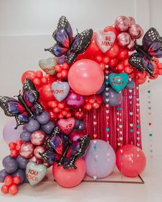 Balloon Installation, Balloon Backdrop, Balloon Columns, Balloon Garland, Birthday Room Decorations, Balloon Decorations Party, Birthday Party Themes, Themed Parties, Deco Ballon