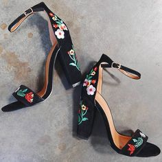 Europe and The United States New Fashion Ankle Strap Floral Embroidered Chunky High Heels from Eoooh❣❣ - Calçados - Shoes Pumps, Stilettos, Women's Heels, Heeled Sandals, Heeled Boots, Suede Heels, Cute Shoes Heels, Buy Shoes, Black Heels