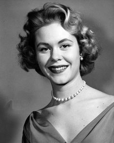 Elizabeth Montgomery (b. April 15, 1933), who had a long career as an actress in live and filmed television before bewitching us for eight seasons on ABC (1964-72).  She got her start on her father's program Robert Montgomery Presents (NBC, 1950-57), an early dramatic anthology program on which she appeared 30 times. The top photo is dated 1956, a year in which Montgomery also appeared in episodes of Warner Brothers Presents, Appointment with Adventure,
