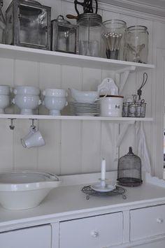 Vita Verandan: kök  I want the large bowls!!