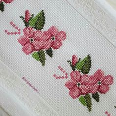 1 million+ Stunning Free Images to Use Anywhere Cross Stitch Borders, Cross Stitch Designs, Cross Stitch Patterns, Free To Use Images, Bargello, Bobbin Lace, Cross Stitch Embroidery, Needlepoint, Sewing Crafts
