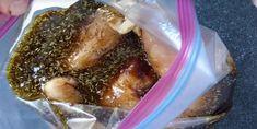 Votre poulet goûtera le ciel avec cette délicieuse marinade - Recettes - Ma Fourchette Jerk Chicken Marinade, Chicken Marinades, Avocado Salad, Cucumber, Salad Ingredients, How To Cook Quinoa, Cilantro, Pork, Moment
