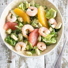Spritziger Avocado-Orangen-Salat mit würzigen Shrimps