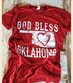 GOD BLESS OKLAHOMA - Junk GYpSy Co. Super cute! Boomer Sooner, Sweet Style, Style Me, Cute Outfits, Easy Outfits, Dress Me Up, Oklahoma Sooners, Tees, Shirts