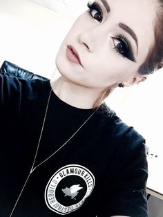 chrissy costanza | Tumblr>> Love the way she does her makeup