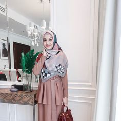 Street Hijab Fashion, Abaya Fashion, Muslim Fashion, Denim Fashion, Formal Fashion, Fashion Outfits, Hijab Style Dress, Casual Hijab Outfit, Casual Dresses