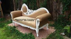 Sofa Pengantin Louis Classic untuk dekorasi pengantin bisa juga untuk sofa di ruang keluarga anda. Menggunakan kayu mahony di cat putih duco dan bahan kain bludru warna coklat.  Berminat, bisa hubungi Ita Rosa: hp: 081225137060 bbm: 2B4ED1F7 web: www.maxhavelaarfurniture.com www.maxhavelaarfurniture.indonetwork.co.id