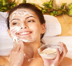 oatmeal face mask is considered very effective for acne scars removal Natural Face Moisturizer, Moisturizing Face Mask, Masque Aloe Vera, Oatmeal Face Mask, Forever Aloe, Whitening Face, Natural Acne Remedies, Honey Face Mask, Acne Scar Removal